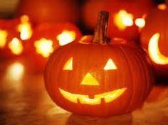 Halloween: también conocido como Noche de Brujas o Noche de Difuntos, es una fiesta de origen celta que se celebra internacionalmente en la noche del 31 de octubre, sobre todo en países anglosajones como Canadá, Estados Unidos, Irlanda o Reino Unido, y, en menor medida, en Latinoamerica y España.
