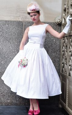 Isn't this 50' styled wedding dress lovely?