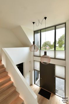 Deckenleuchten Ceiling lights Ceiling lights The post ceiling lights appeared first on corridor ideas. Wood Stairs, House Stairs, Stair Lighting, Lighting Design, Hallway Colours, House Entrance, Entrance Halls, Modern House Design, Staircase Design Modern