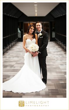 bride and groom, dress, bouquet, tux, wedding photography, Limelight Photography, www.stepintothelimelight.com