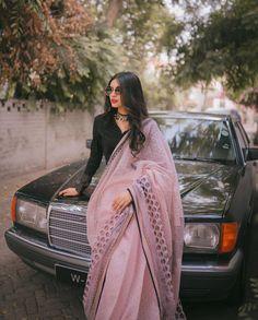 Indian Outfits Modern, Banarsi Saree, Saree Jackets, Indian Wear, Bride Indian, Sari Blouse Designs, Desi Wear, Saree Look, Indian Beauty Saree