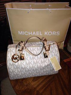 Authentic Michael Kors handbag mine is similar. I like this one but love mine https://twitter.com/cemingsmin/status/903142341145280512