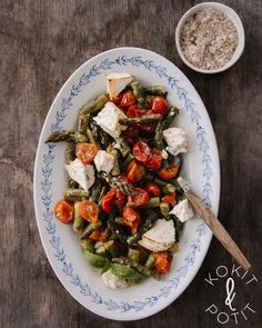 Helppo parsa-uunifetasalaatti Parsa, Pasta Salad, Cobb Salad, Healthy Recipes, Healthy Meals, Feta, Food Food, Ethnic Recipes, Crab Pasta Salad