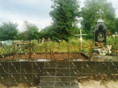 Элитный памятник из голубого гранита. Фото