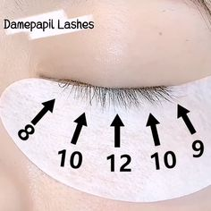 In the process of grafting eyelashes, we can use the five-point positioning method. In this way, the eyelashes we grafted out are naturally dense. Have you learned it? Natural Fake Eyelashes, Perfect Eyelashes, Best Lashes, Eyelash Extensions Salons, Eyelash Extensions Natural, Maquillage Black, Eyelashes Tutorial, Eyelash Technician, Makeup At Home
