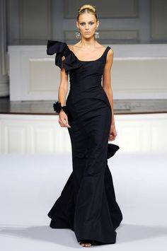 Oscar de la Renta - would LOVE this for the food and wine gala!