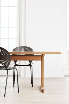 With the Trinidad Chair, instead of eliminating any ornamentation, which was part of the Modernist mantra, Ditzel did the opposite. She kept the ornamentation as the focal point in a distinctive chair that challenged the prevailing design dogma at the time. Here together with Mogensen 6286 Table. #fredericiafurniture #trinidadchair #nannaditzel #mogensen6286 #børgemogensen #interiordesign #danishdesign #modernoriginals #craftedtolast Detail Design, Oak Stain, Grey Oak, Danish Design, Bauhaus, Mantra, Trinidad, Contemporary, Modern