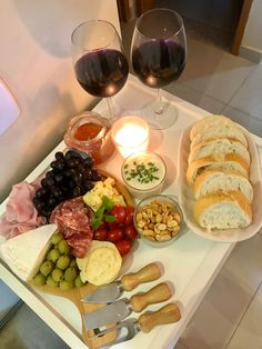 Charcuterie Picnic, Plateau Charcuterie, Charcuterie Recipes, Think Food, Love Food, Brunch, Party Food Platters, Pub Food, Cooking Recipes
