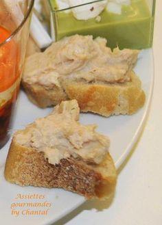 Tartinade thon / artichaut:  Mixer 3 boites de thon, 3 boites de fonds d'artichauts, un jus de citron, quelques feuilles de persil ou de coriandre et environ 2 cuillères de mascarpone ou de crème fraiche (adapter selon la consistance). Assaisonner (poivrer généreusement), ajouter une pointe de piment d'Espelette et tartiner sur des tranches de baguette