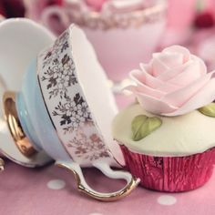 Cath Kidston has grown into one of the best known British brands. It excels in making practical cheerful products for the home with designs often sporting a Themed Wedding Cakes, Wedding Desserts, Cupcake In A Cup, Cupcake Cookies, Tea Party Cupcakes, Shabby Chic, Pink Foods, Autumn Coffee, Little Cakes