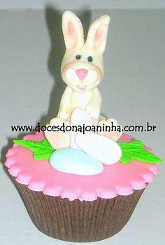 Cupcakes decorados com coelhinho da Páscoa e mini ovinhos