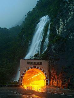 Waterfall Tunnel, Taiwan  photo via 427