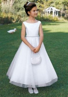 FTW Bridal Wedding Dresses Wedding Dresses Online, Wedding Dress Plus Size, Collection features dresses in all styles as well as more traditional silhouettes. Gowns For Girls, Dresses Kids Girl, Little Dresses, Girl Outfits, Flower Girl Dresses, Prom Dresses, Flower Girls, Holy Communion Dresses, Girls First Communion Dresses
