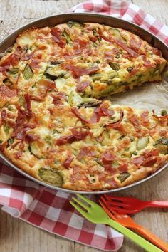 torta di verdure - vegetable pie (with ham) Super Healthy Recipes, Healthy Chicken Recipes, Healthy Breakfast Recipes, Cooking Recipes, Antipasto, I Love Food, Good Food, Vegetable Pie, Risotto