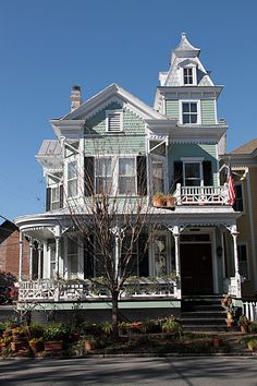 100s of Victorian Homes    http://pinterest.com/njestates/victorian-homes/  Thanks to http://www.newjerseyestates.info/