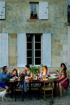 eating as a family outdoors | HOME & GARDEN: Chez Mimi Thorisson