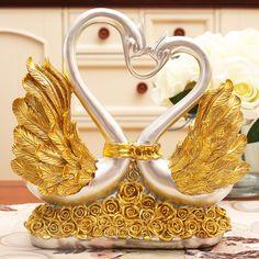 Romántica de estilo europeo joyería nupcial magnífico exquisito alas de oro rosas en forma de corazones cisnes princesa y el príncipe figurillas para comprar en AliExpress