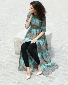 Gorgeous and green, this hand block printed cape comes with a boat neck and has been crafted in breathable cambric cotton. With the zipper on the side, it is sure to give you a great fit and can be your perfect pick for a lavish Sunday brunch. Pakistani Dresses, Indian Dresses, Indian Outfits, Indian Designer Outfits, Designer Dresses, Hijab Style, Kurta Designs Women, Kurti Designs Party Wear, Dress Indian Style