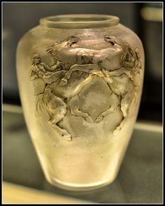 Lalique 1911 'Horsemen' Vase. Museu Calouste Gulbenkian Lisbon photos CJMN. milkywayrollercoaster