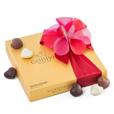 Buy Godiva Gold Romantic Giftbox for delivery in Spain. GiftsForEurope is the leading gift provider in Europe since Melting Chocolate, Hot Chocolate, Chocolate Navidad, Valentine Day Gifts, Valentines, Gifts Delivered, Spoil Yourself, Belgian Chocolate, Packaging