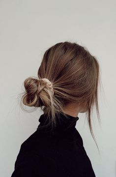 Photo January 15 2020 at womens fashion style hats shoes minimal simple dress ootd summer comfortable for her ideas tips street Hair Inspo, Hair Inspiration, Hair Streaks, Brown Blonde Hair, Brown Hair Messy Bun, Blonde Bun, Blonde Braids, Honey Blonde Hair, Medium Blonde