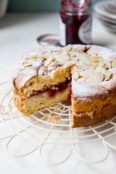 Healthy Desserts Ideas : Illustration Description Vegan Raspberry Bakewell Cake -Read More – Vegan Dessert Recipes, Baking Recipes, Cake Recipes, Vegan Recipes Uk, Healthy Desserts, Bakewell Cake, Vegan Bakewell Tart, Gateaux Vegan, Cake Vegan