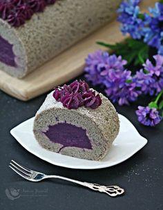 Desserts With Biscuits, Köstliche Desserts, Purple Desserts, Fancy Desserts, Sweet Recipes, Cake Recipes, Asian Recipes, Pandan Cake, Purple Sweet Potatoes