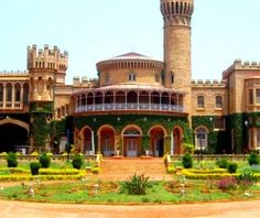 Do you want to know the entry ticket price for Bengaluru Palace? Opening & closing timings, parking options, restaurants nearby or what to see on your visit to Bengaluru Palace? Bangalore India, India Asia, 2 Days Trip, India Travel, Hyderabad, Trip Planning, Palace, National Parks, Vacation