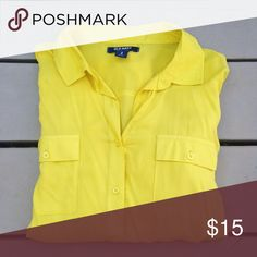 Old navy button down top Yellow old navy button. Super comfortable. In great shape! All reasonable offers considered! Old Navy Tops Button Down Shirts