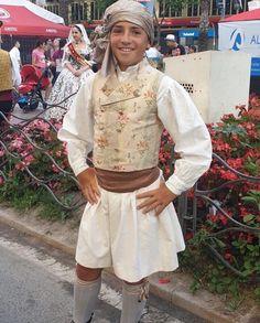 Alicante, Apron, Fashion, Valencia Spain, Men's, Vestidos, Vintage Clothing, Petticoats, Guys