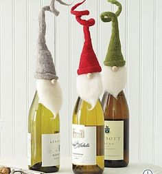fun wine bottle toppers - amazing idea for gifts Noel Christmas, All Things Christmas, Winter Christmas, Christmas Presents, Christmas Decorations, Christmas Wrapping, Funny Christmas, Craft Decorations, Father Christmas