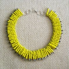 Make a statement necklace using safety pins, for a spectacular result! (step-by-step instructions in romanian)
