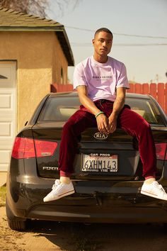 BornxRaised Enlists Musician Steve Lacy for Spring/Summer 2018 Black Boys, Black Men, Steve Lacy, Khadra, Outfits Hombre, Poses For Men, Male Poses, Looks Street Style, Herren Outfit