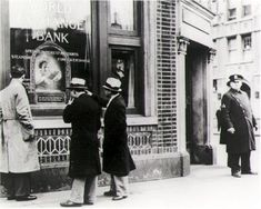 Police stand guard outside the entrance to New York's closed World Exchange Bank, March 20, 1931.