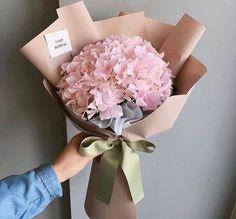 New Flowers Gift Bouquet Floral Arrangements Florists Ideas How To Wrap Flowers, My Flower, Fresh Flowers, Beautiful Flowers, Gift Flowers, Beautiful Gorgeous, Spring Flowers, Wedding Flowers, Bouquet Cadeau