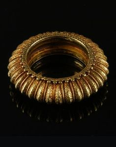 Thailand | High karat gold with intricate filigree ring | Late Ayutthaya Period, 18th century | Sold