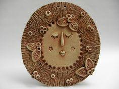 Sluníčko Ze šamotové hlíny, Velikost 17,5x 16 cm (vxš). Vhodné i k venkovní dekoraci.