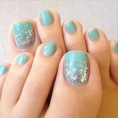 A Touch of Sparkle #pedicures #nailideas