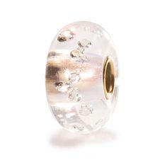 """Beads Diamante con Oro - """"I Diamanti sono i Migliori amici di una donna"""", cantava Marilyn Monroe nel film """"Gli uomini preferiscono le bionde"""" del 1953. Il fascino dei diamanti è indiscusso ed in questo cristallo sono incastonati 13 Zirconi cubici. Il beads è ornato con oro a 18 karati."""