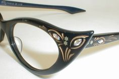 vintage eyeglass frames - LOVE these! Fashion Eye Glasses, Cat Eye Glasses, Funky Glasses, Eye Jewelry, Womens Glasses, Eyeglasses, Eyewear, Vintage Ladies, Cat Eyes
