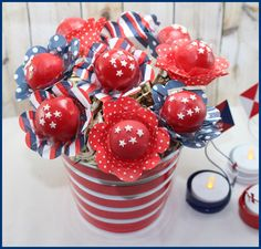 4th of July Party Ideas! Turn Cake Pops into Patriotic Flowers!   #CakePops #4thofjuly #Patriotic