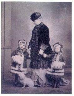 Vera Konstantinovna with her daugthers Olga and Elsa