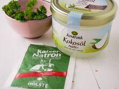 Hundezahnpasta Rezept DIY zum selber machen mit Kokosöl und Natron. Hundezahncreme DIY für gesunde Hundezähne hilft gegen Karies und Mundgeruch
