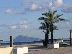 Denia (Alicante) al fondo, aquel monte.
