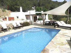 Can Simon San José Can Simon is a holiday home set in Es Cubells in the Ibiza Region and is 13 km from Ibiza Town. Guests benefit from patio. Free WiFi is available throughout the property.