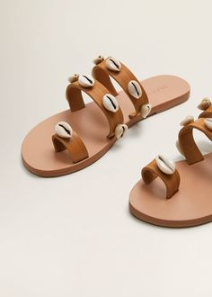 Discover the latest trends in Mango fashion, footwear and accessories. Shoes Flats Sandals, Beaded Sandals, Flat Sandals, Gladiator Sandals, Pretty Sandals, Fashionable Snow Boots, Leather Sandals Flat, Fashion Sandals, Luxury Shoes
