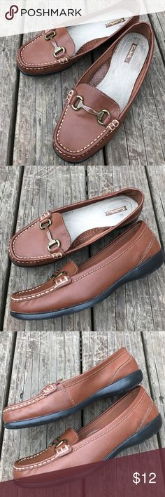 Thom McAn Leather Loafers A great easy going leather Loafer for fall - everyone needs a pair in their closet! Pre loved, still in good shape. Size 8-1/2 wide. HD4 Thom McAn Shoes Flats & Loafers