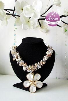 """Collar tejido """"FLOR FRANGIPANI APERLADA"""" - dije de flor #ModaOtoñoInvierno2015"""