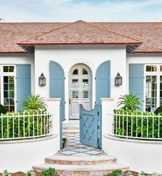This blue-and-white Palm Beach house tour designed by Phoebe Howard is my visual getaway this week. The house is traditional at its core, but a light styles A Blue Pattern-Filled Palm Beach House Tour - Thou Swell Beach House Tour, House On The Beach, Beach House Exteriors, Beach Cottage Style, Beach Cottage Decor, Coastal Style, Beach Cottage Exterior, Florida Homes Exterior, Beach Style