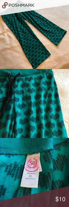 "[so] Green & Black Heart Pattern Lounge Pants [so] Green & Black Heart Pattern Lounge Pants XL 🔹Waist laid flat side to side = 17"" 🔹Front rise = 10"" 🔹Inseam = 30"" ✅Offers Welcome w/Offer Button 🚫Trade 🚫PP 💰30%OffBundle 📦Ships1Day. SO Intimates & Sleepwear Pajamas"